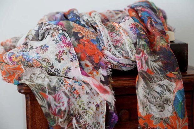 foulard imprimé fleuri