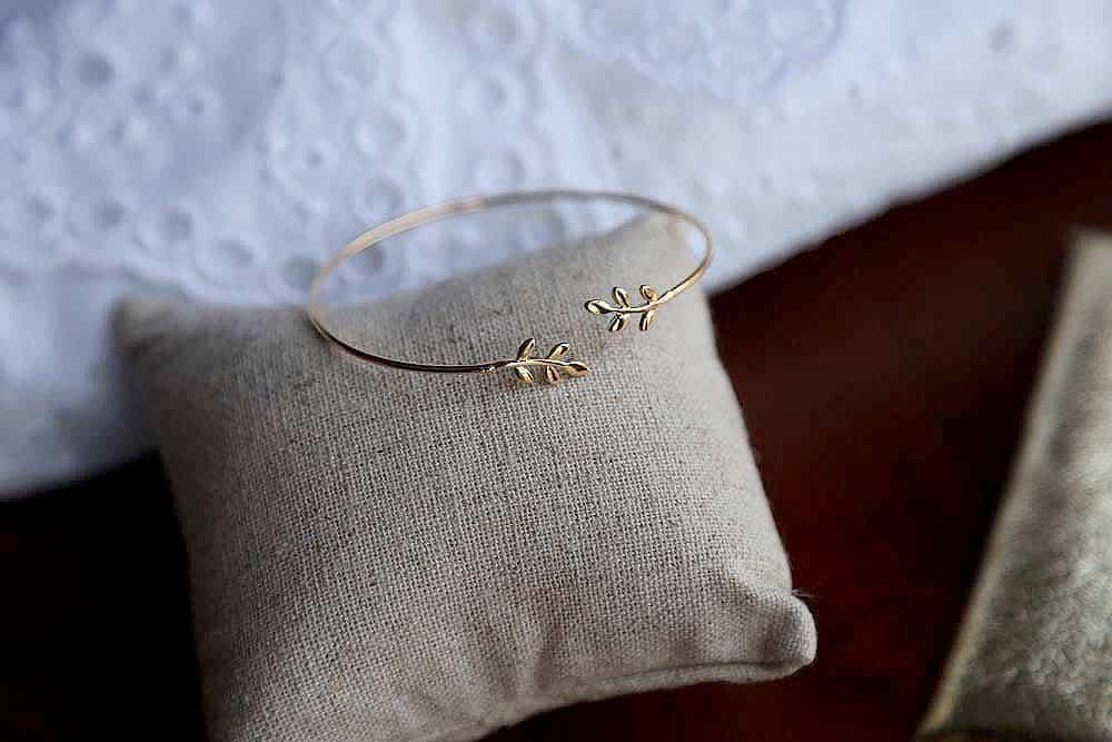 bracelet-jonc-plaque-or-feuilles