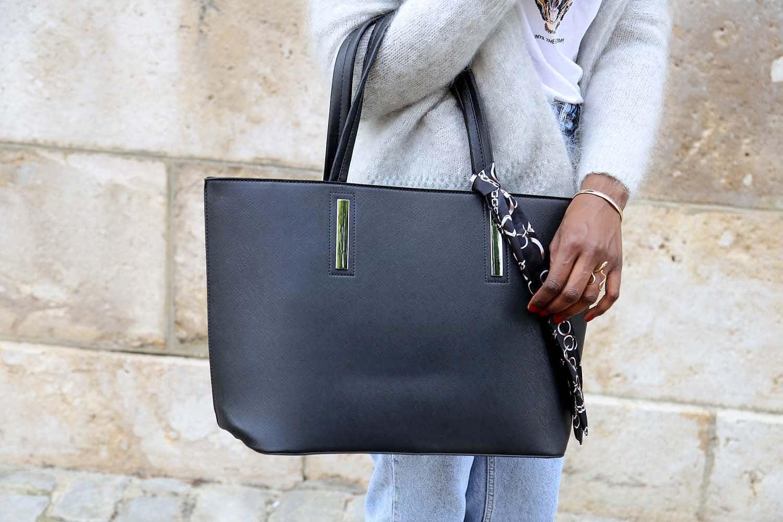 sac cabas femme noir en cuir synthetique. Finition cuir saffiano. Sac de grande taille