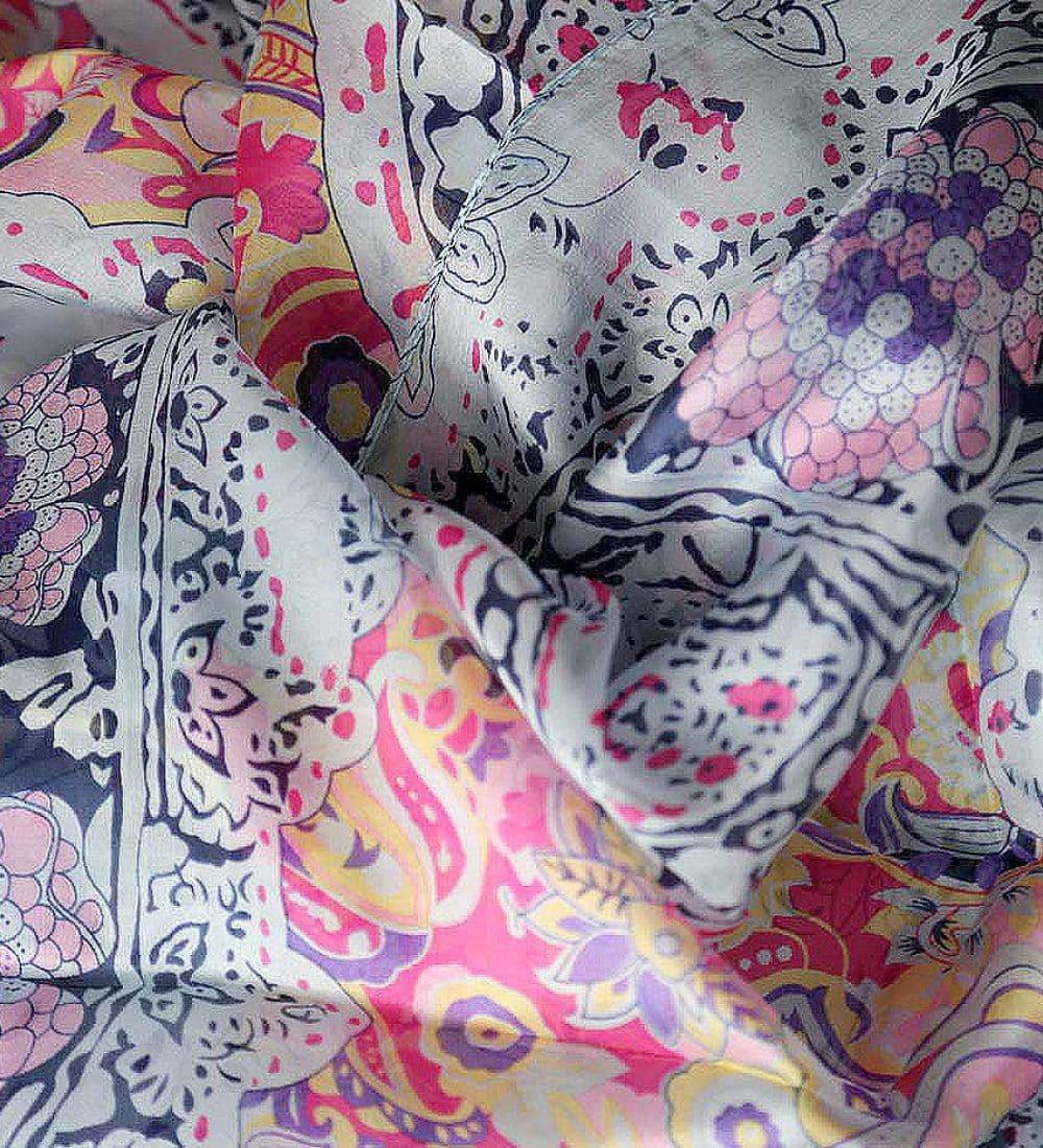 grand-foulard-soie-rose-carmen-10