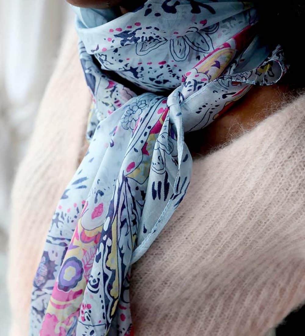 grand-foulard-soie-rose-carmen-2