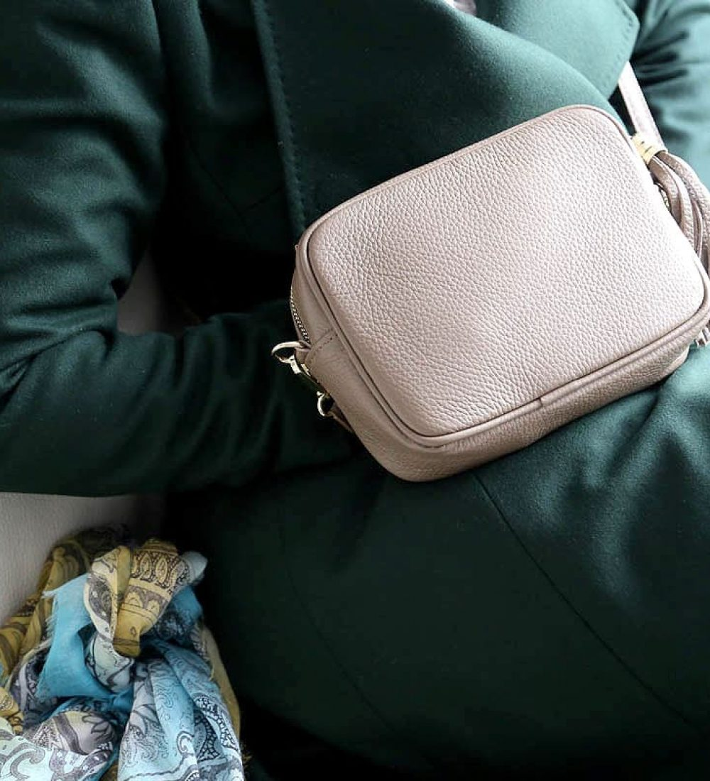 petit-sac-cuir-taupe-bandouliere-ALY (4)