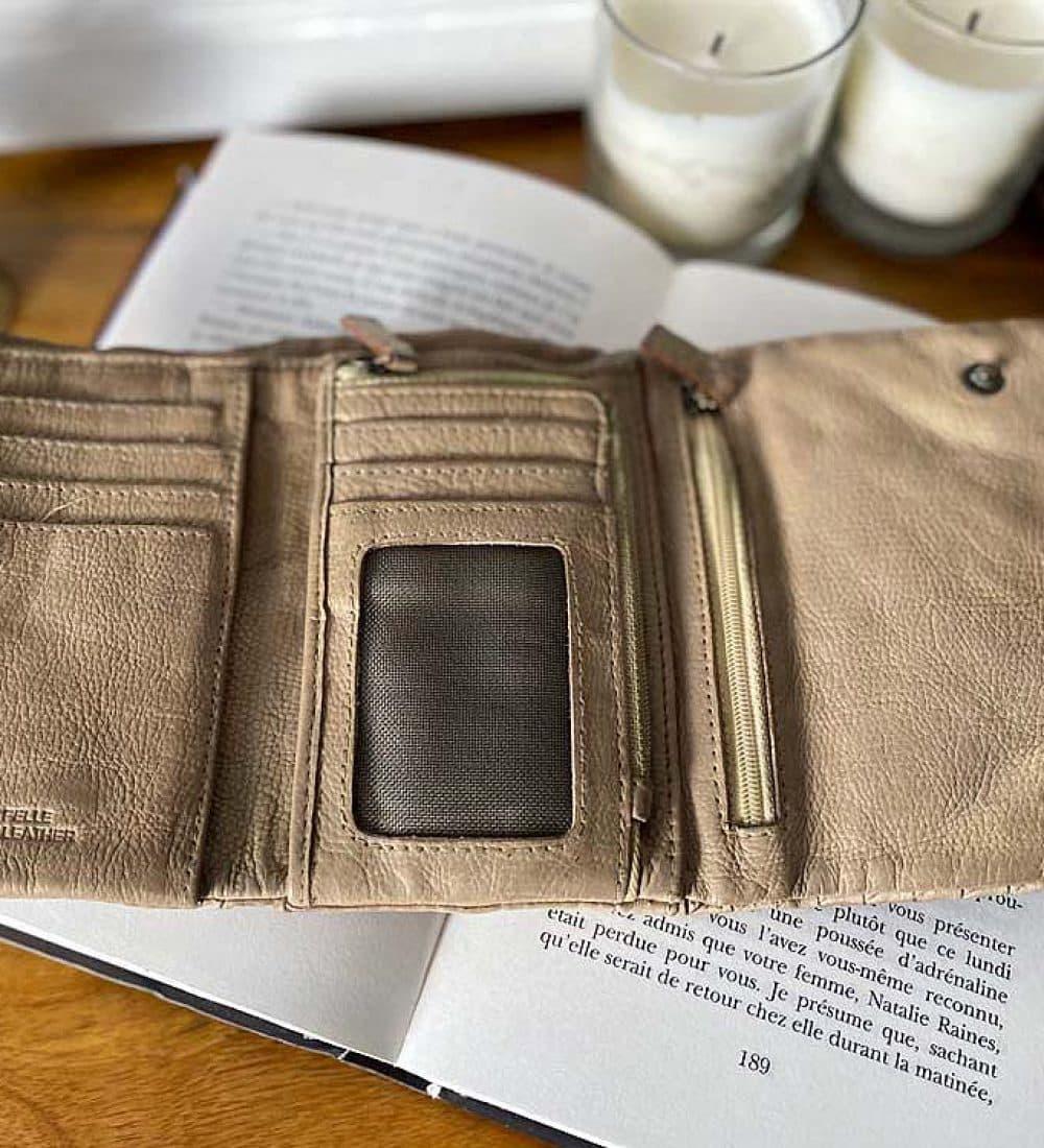 portefeuille-cuir-taupe-tresse-harper-1