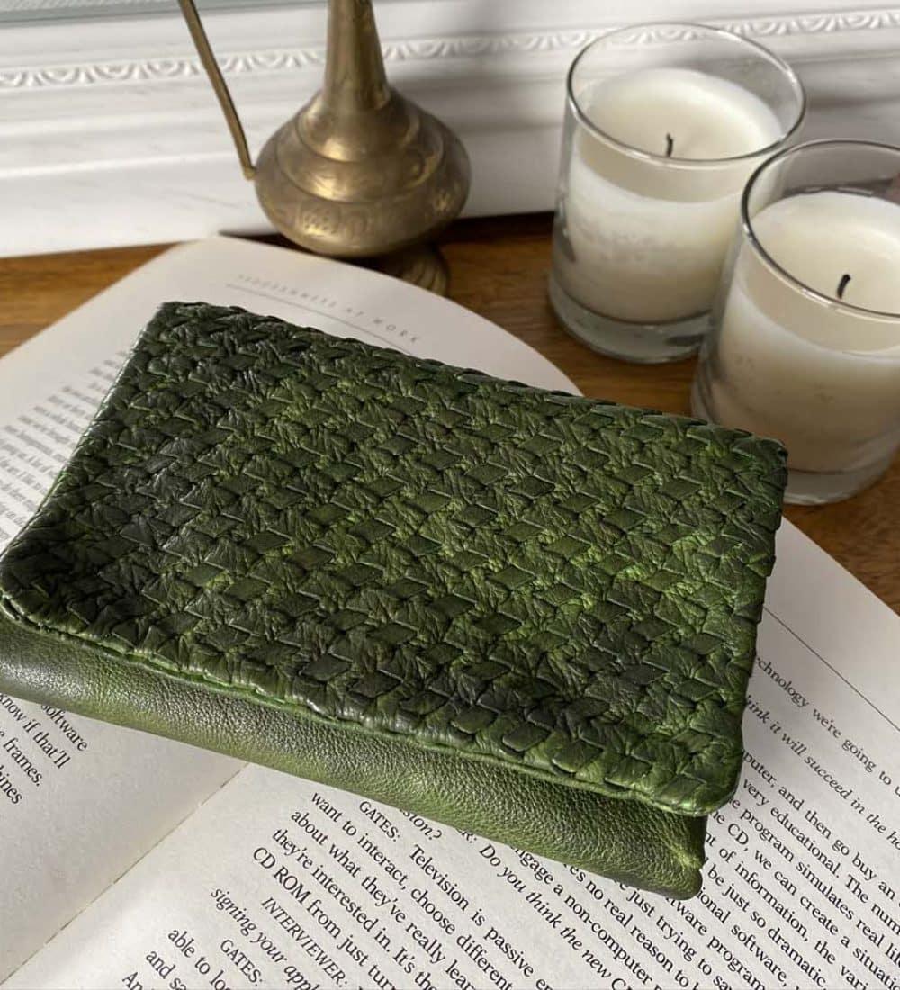 portefeuille-cuir-vert-tresse-harper (1)