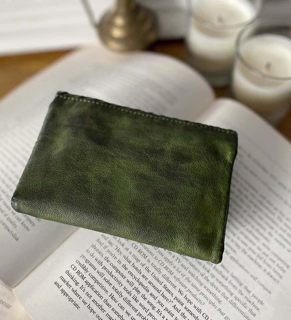 portefeuille-cuir-vert-tresse-harper-4