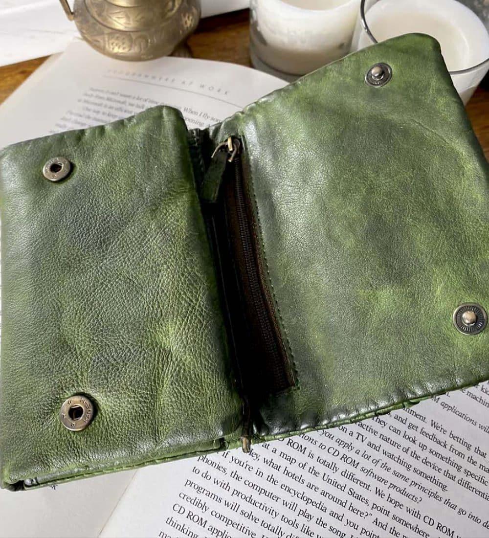 portefeuille-cuir-vert-tresse-harper-5