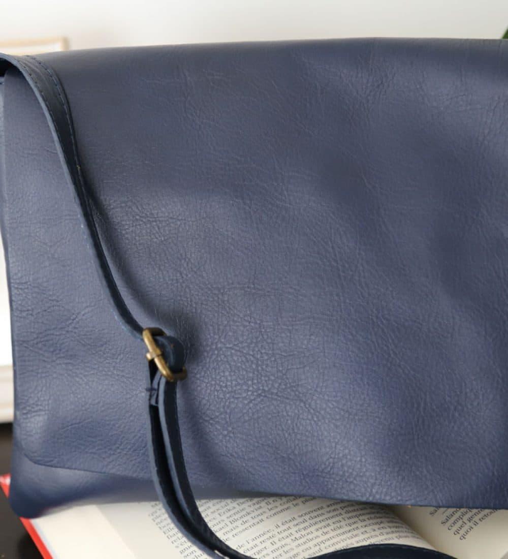 sac-cuir-besace-bleu-marine-victoriane (2)