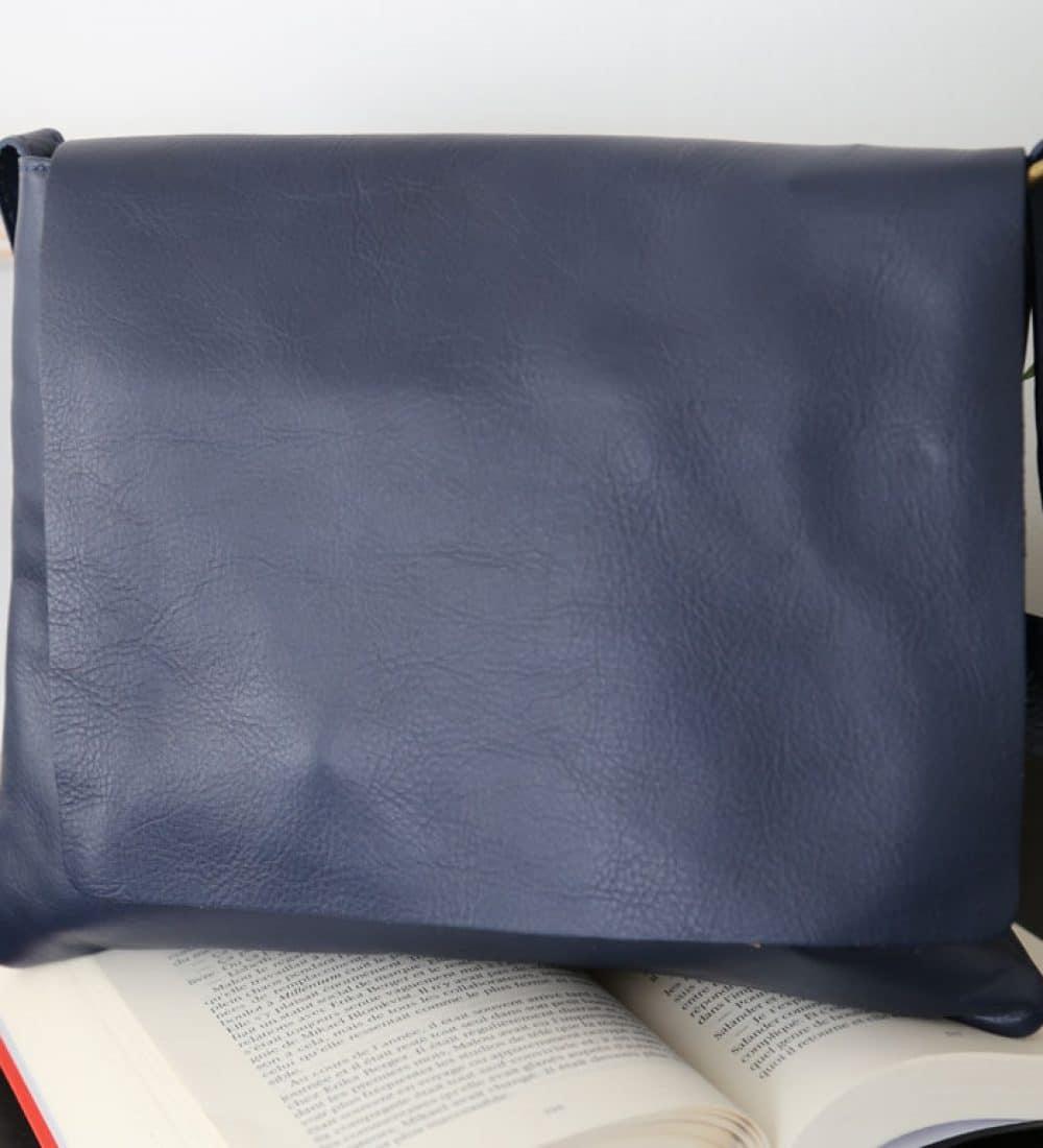 sac-cuir-besace-bleu-marine-victoriane (4)