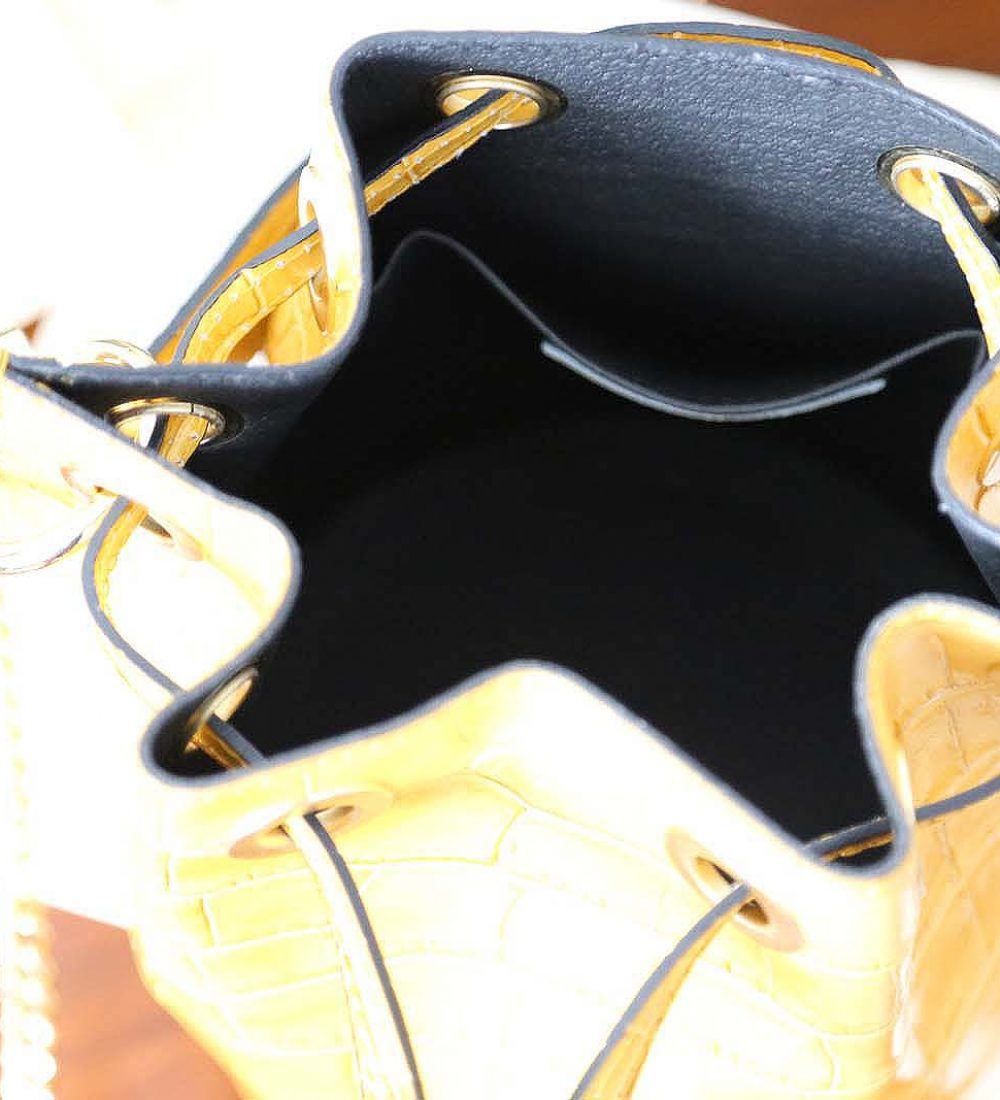sac-seau-cuir-croco-jaune-ariel-2