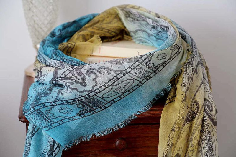 foulard-femme-jaune-bleu-imprime-calice-4