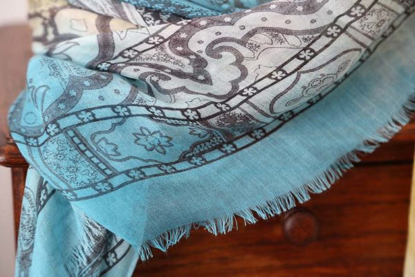 foulard-femme-jaune-bleu-imprime-calice-8