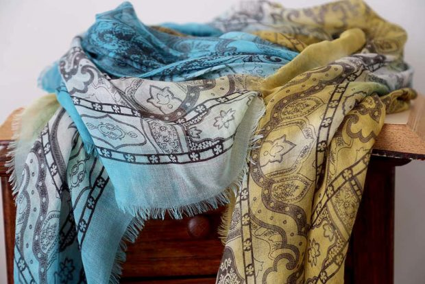 foulard modal jaune et bleu