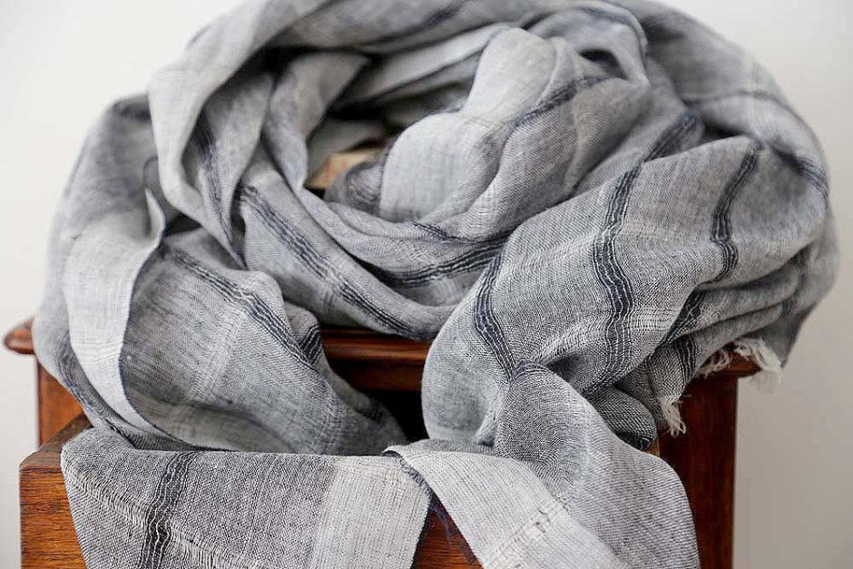 Foulard en lin gris