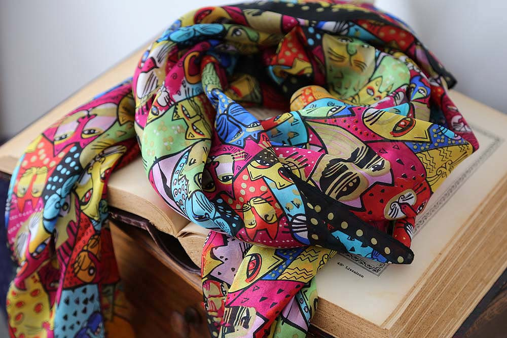 foulard soie avec chat
