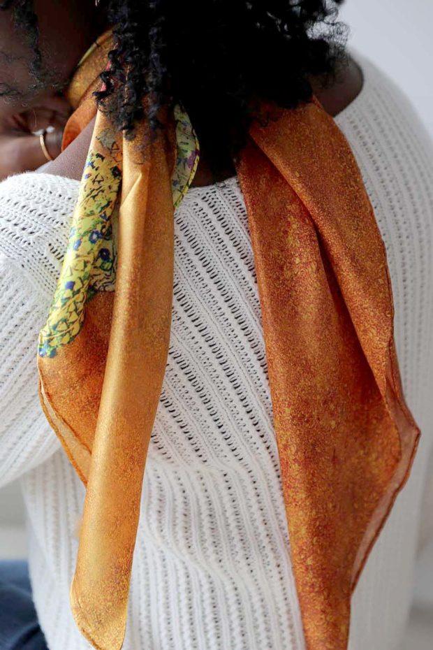 grand-carre-soie-orange-saheline-5