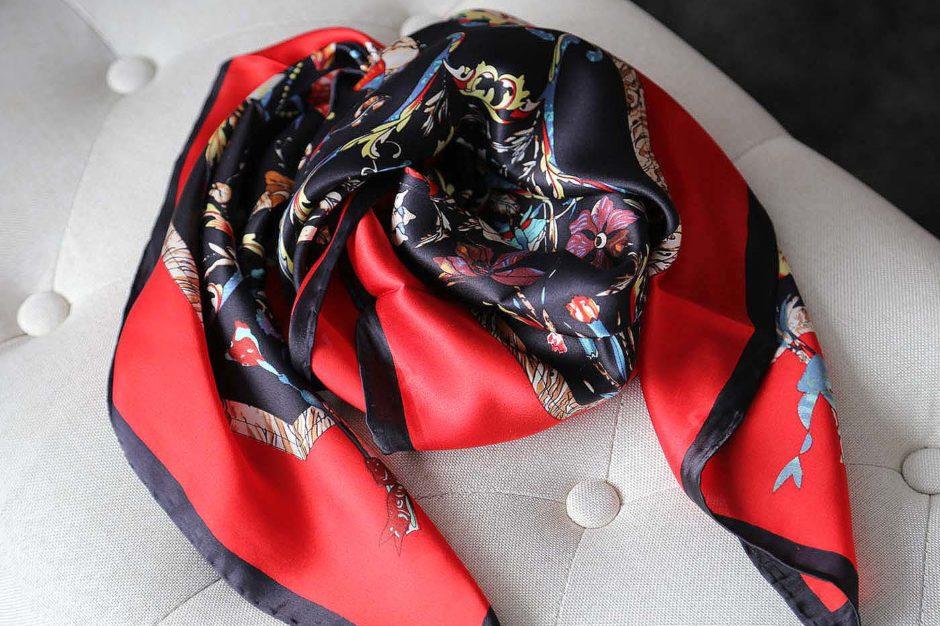 grand-carre-soie-rouge-noir