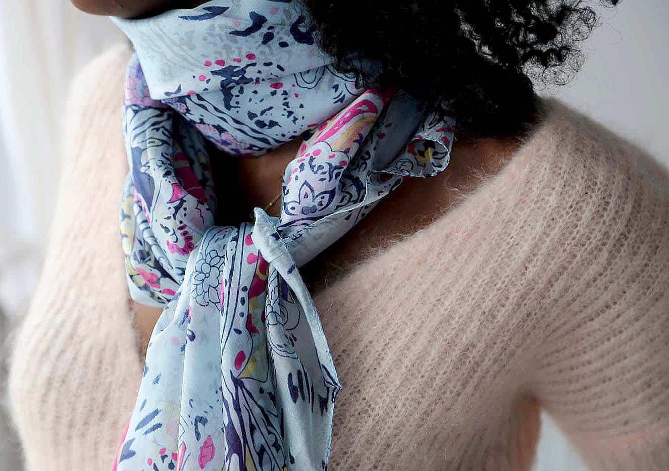 grand-foulard-soie-rose-carmen-4