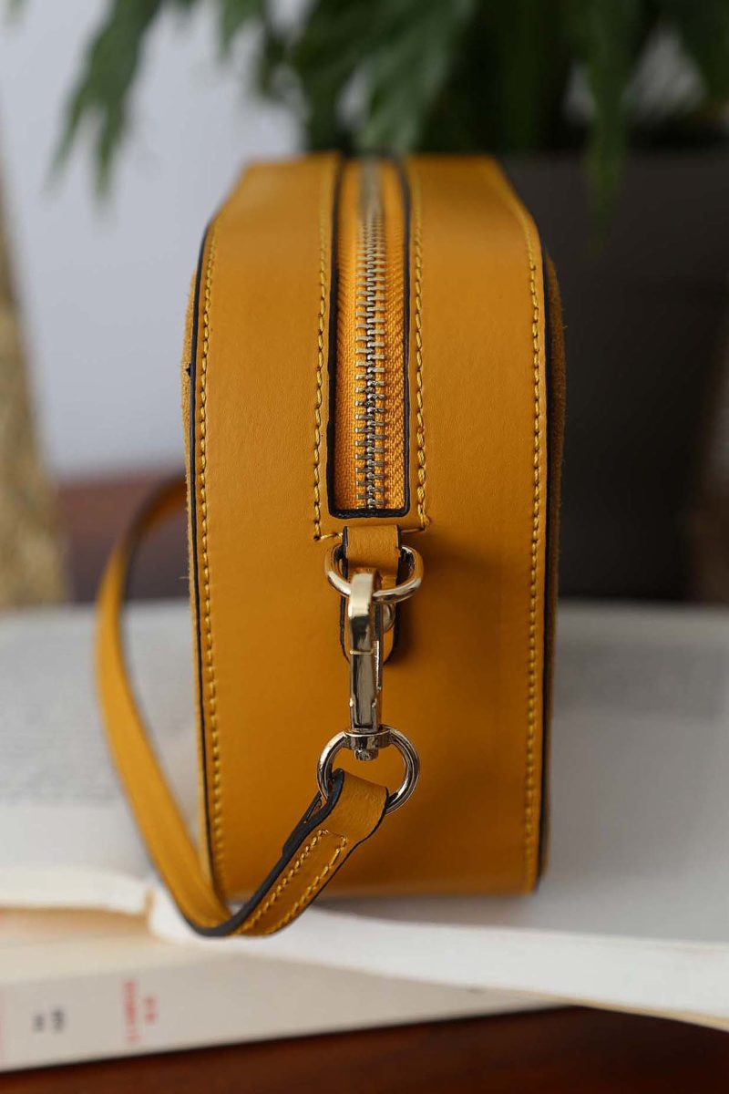 petit-sac-cuir-bandouliere-jaune-andy-2