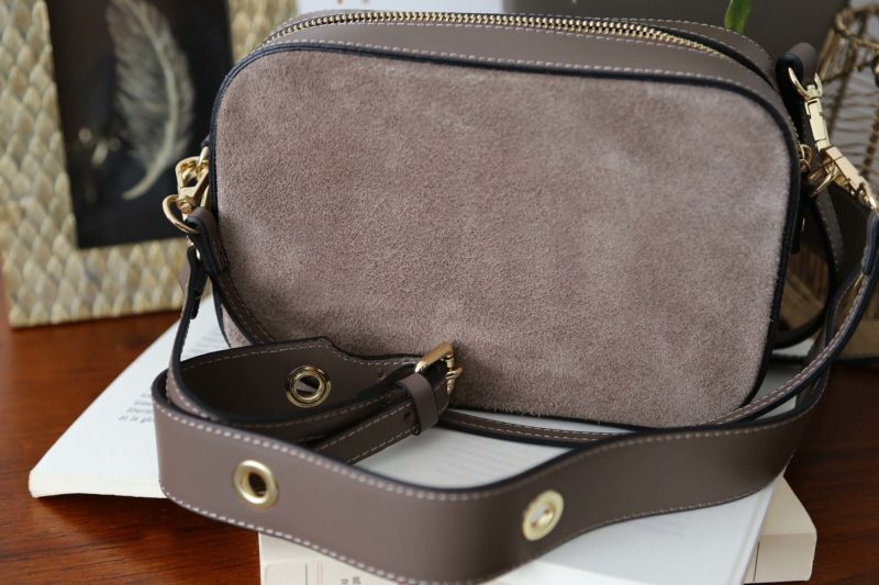 petit-sac-cuir-bandouliere-taupe-andy-1