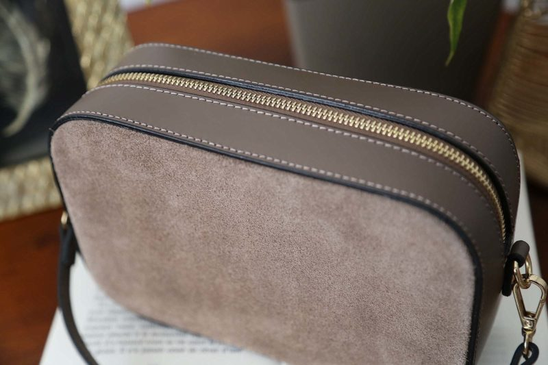petit-sac-cuir-bandouliere-taupe-andy-3