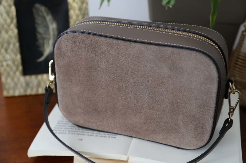 petit-sac-cuir-bandouliere-taupe-andy-4