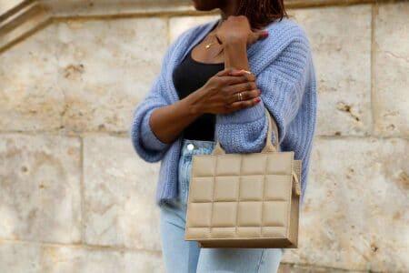sac à main taupe en cuir matelassé