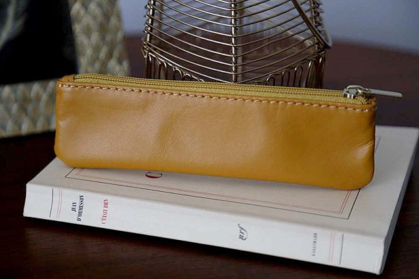 petite-trousse-cuir-jaune-romy1