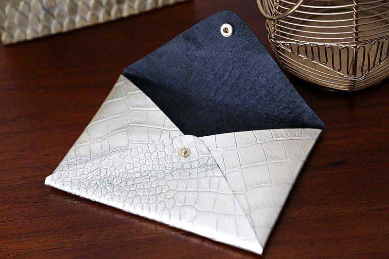 porte-carte-cuir-croco-metallise-argent-lilou2