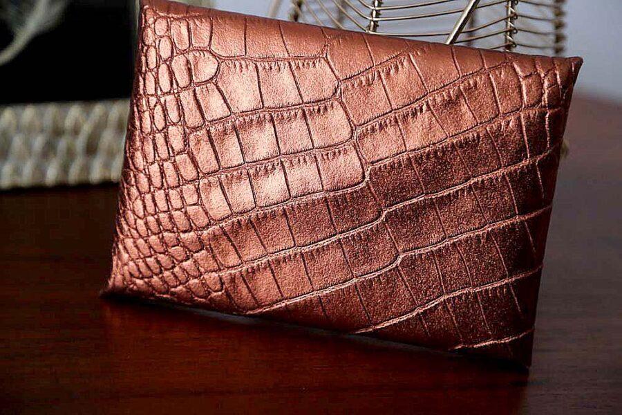 porte-carte-cuir-croco-metallise-rouille-lilou2