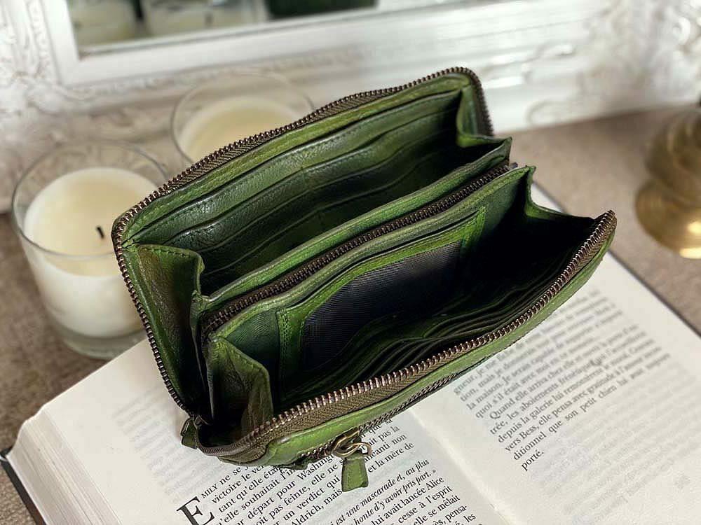 Portefeuille en cuir vintage vert tressé