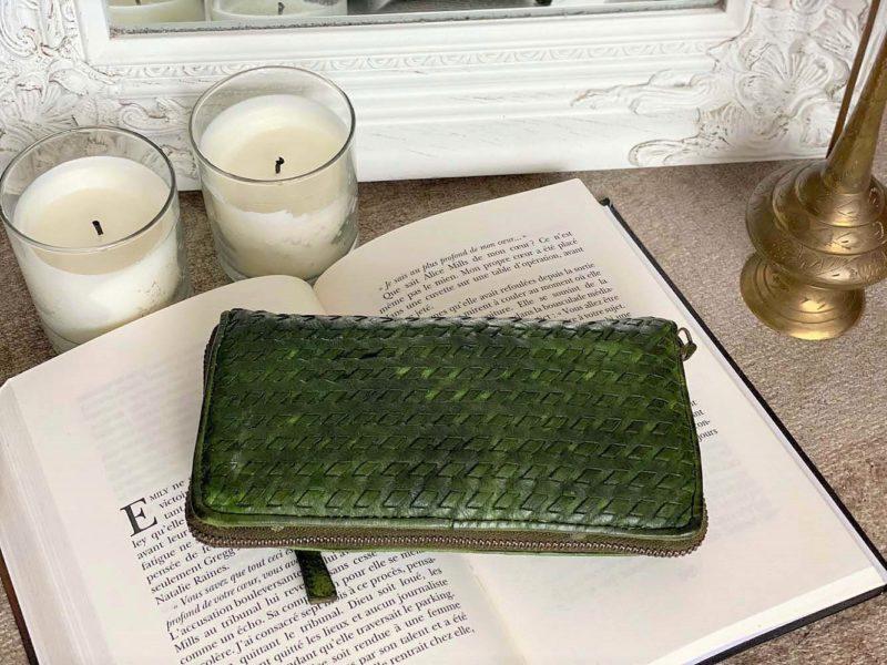 portefeuille-cuir-vert-tresse-soan-C2