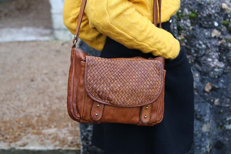 sac-a-main-cuir-vegetal-camel-alexy_b